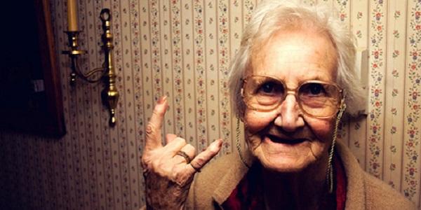 Эта девушка дерзко отвечала бабушке в автобусе. Но ответ бабушки заставил ее покраснеть. Правдивая история