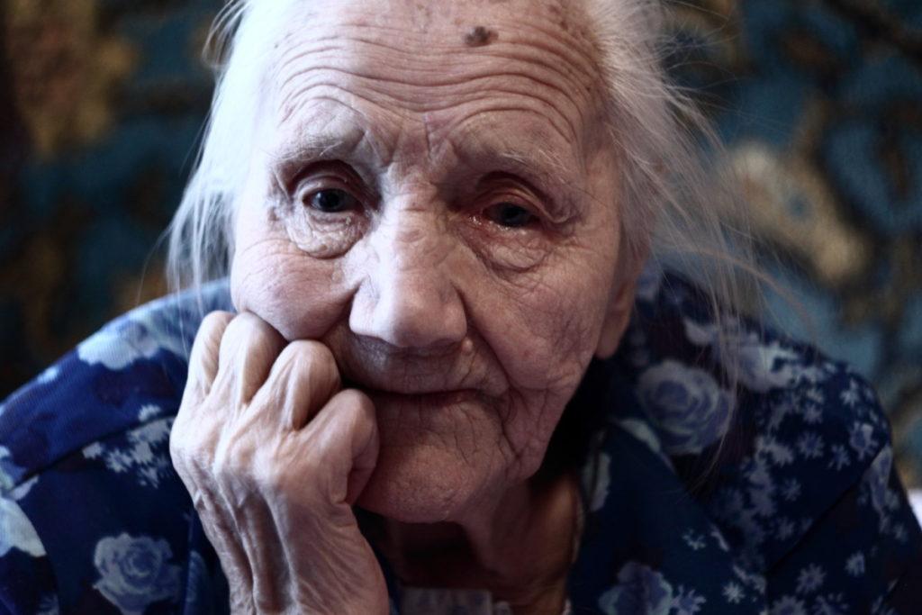 4-летняя девочка рассказала стих о бабушкиной пенсии, ее выступление стало хитом