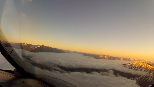 Пилот самолета выложил видео, которое не нужно видеть пассажирам