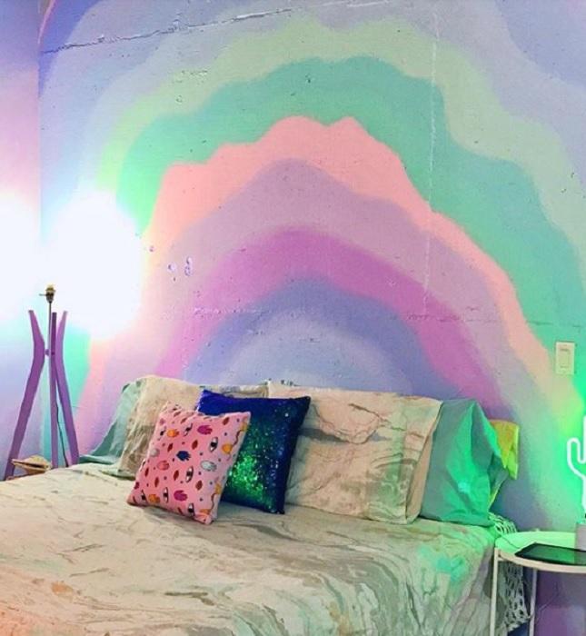 Радужное безумие - яркая квартира всех цветов радуги