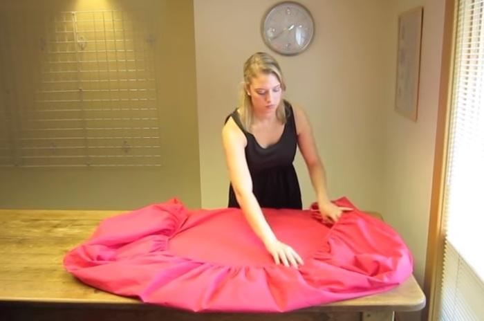 Как сложить простынь на резинке всего за 30 секунд: Пошаговая инструкция