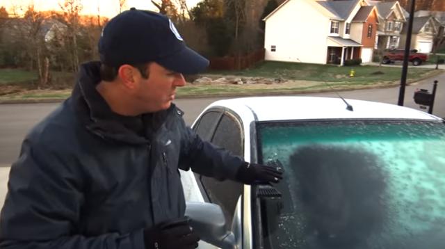 Быстрый способ разморозить лобовое стекло вашей машины в минус 20