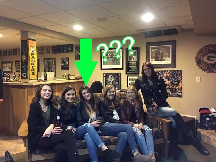 6 девушек и 5 пар ног. Как так?