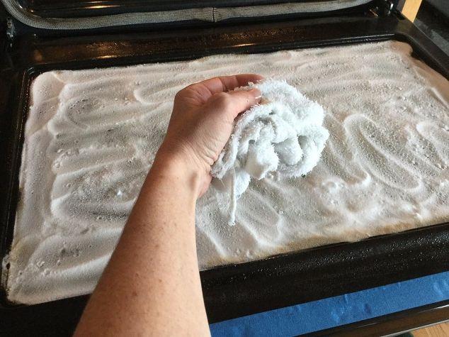 Простой способ легко и быстро почистить стеклянную часть духовки